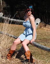 Sabrina Wearing A Cute Blue Dress And Cowboy Boots Outside - Picture 8